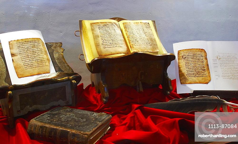 Interior view showing books, Glosas Emilianensis, Introductory words in Castilian, monastery, Monasterio de Yuso, San Millan de la Cogolla, La Rioja, Spain