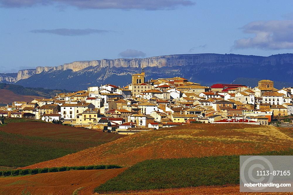 Landscape along the Camino de Santiago with mountains and village, Sierra de Santiago de Loquiz, Cirauqui, Navarra, Spain