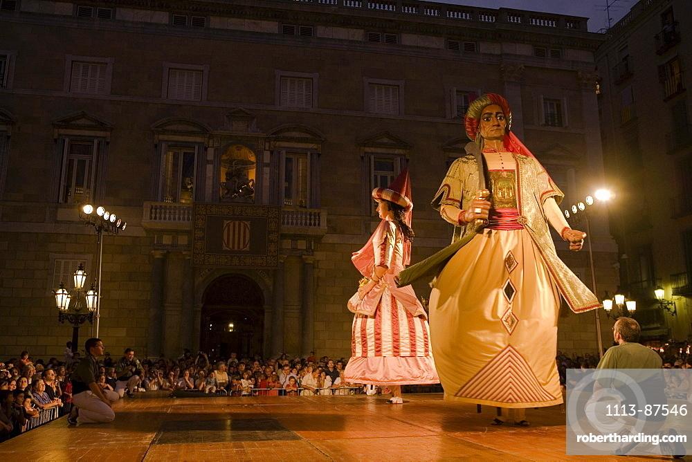 dance of the giants, Festa de la Merce, city festival, September, Placa de Sant Jaume, Barri Gotic, Ciutat Vella, Barcelona, Spain