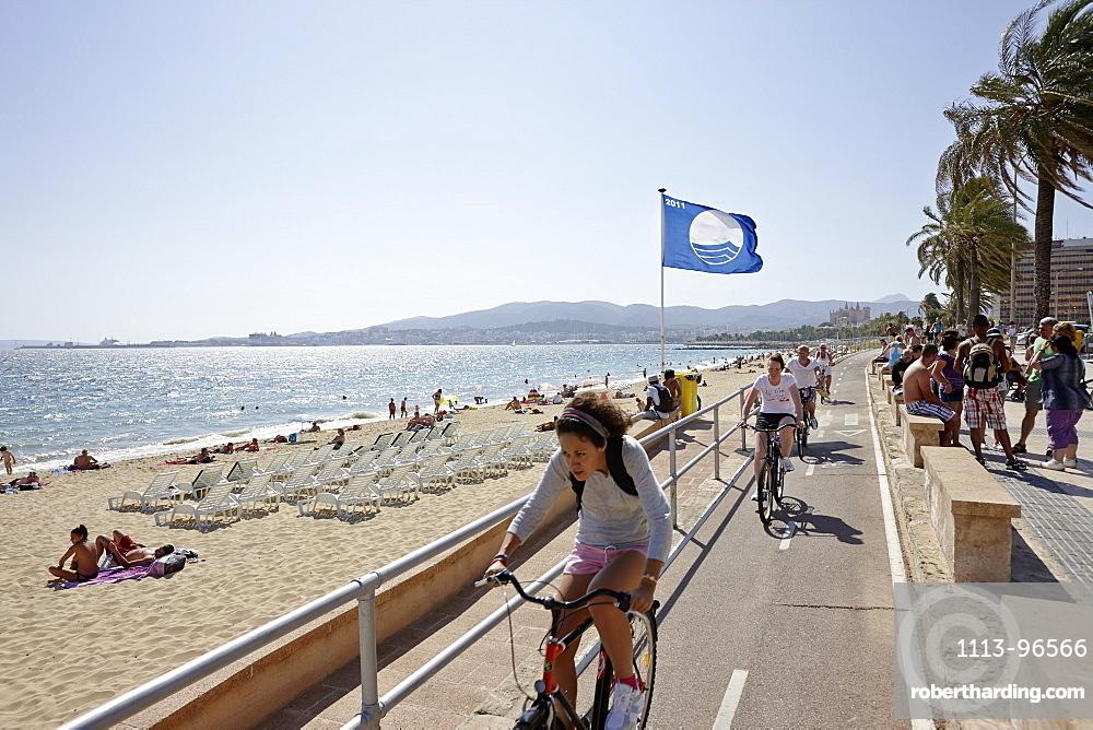 Bicycle path along the city beach near the cathedral, Palma de Mallorca, Mallorca, Balearic Islands, Spain