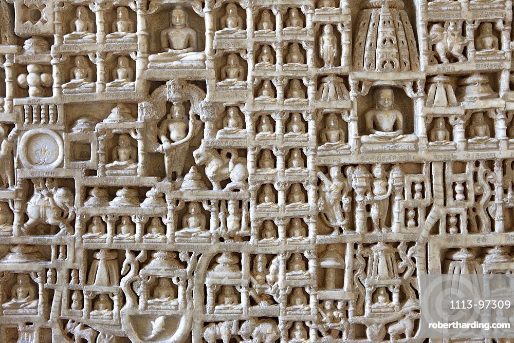 Wall carvings inside the jainist main temple Chaumukha Mandir, Ranakpur, Rajasthan, India