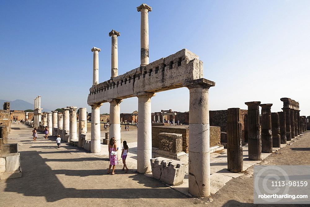 Forum romanum, historic town of Pompeii in the Gulf of Naples, Campania, Italy, Europe