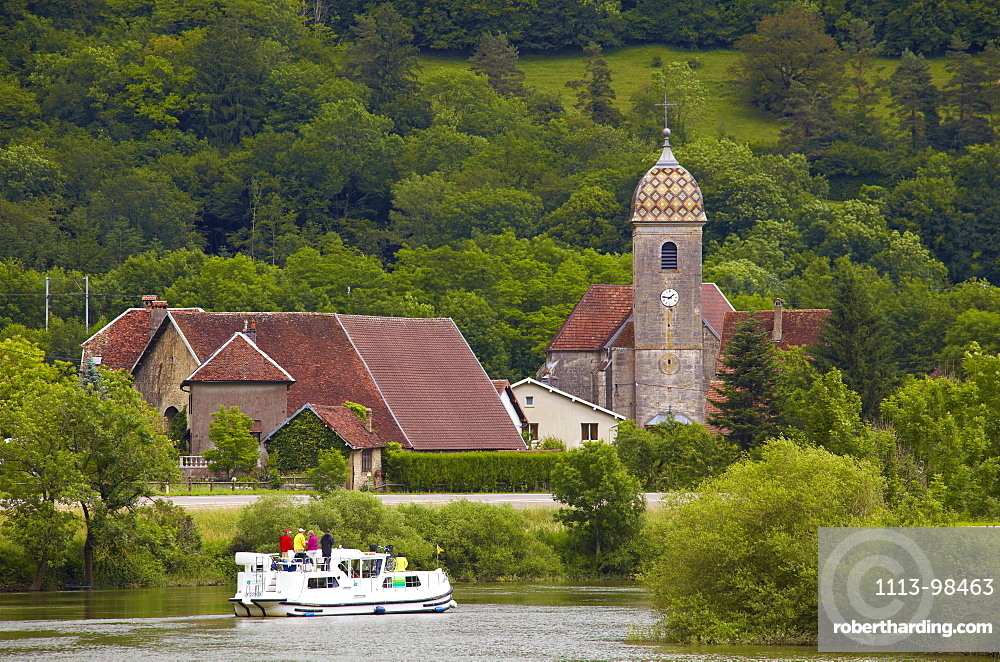 Houseboat in the Doubs-Rhine-Rhone-channel at Hyevre-Paroisse, Doubs, Region Franche-Comte, France, Europe