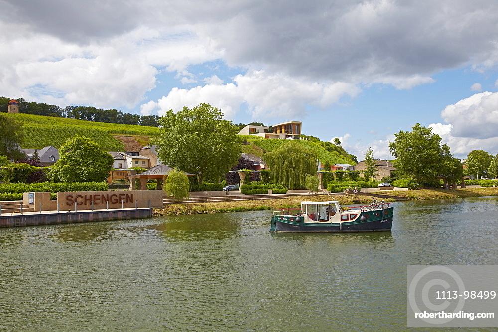 Wine growing estate, Domaine Henri Ruppert, Schengen, Houseboat, River Mosel, Luxembourg, Europe