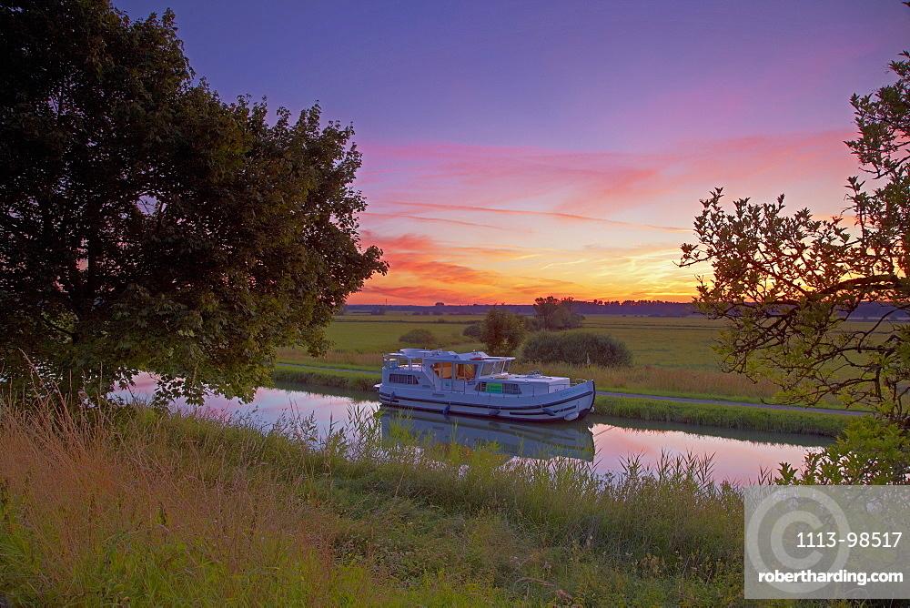 Houseboat on the Canal des Houilleres de la Sarre near Harskirchen, Sunrise, Bas Rhin, Region Alsace Lorraine, France, Europe