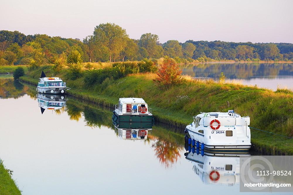 Summer morning on the Canal de la Marne au Rhin at Gondrexange, Houseboat, Moselle, Region Alsace Lorraine, France, Europe