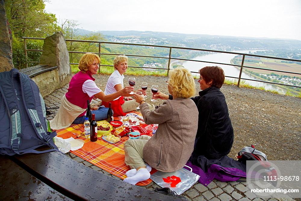 Women having a picnic on top of the Erpeler Ley, Erpel, Rhine, Rhineland-Palatinate, Germany, Europe