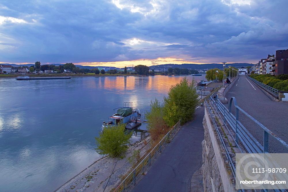 Sunset at Neuwieder Deich embankment, built 1928-31, Neuwied, Rhein, Westerwald, Rhineland-Palatinate, Germany, Europe