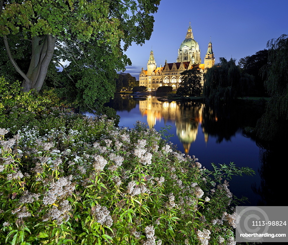 New Town Hall at night, Reflection in the water, Neues Rathaus, Maschteich, Maschpark, Hannover, Lower Saxony, Germany