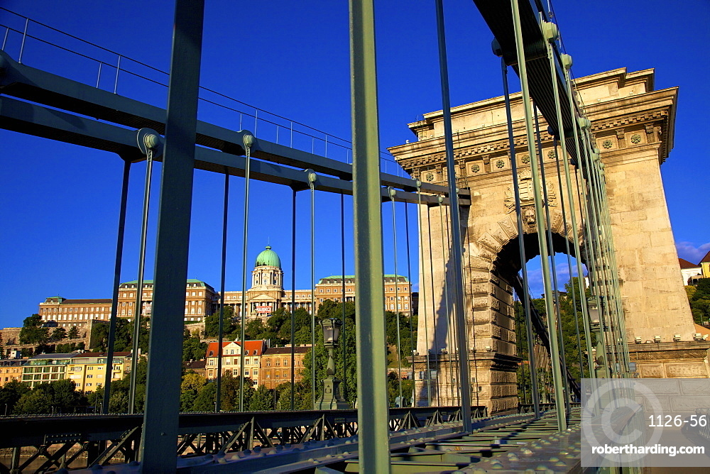 Chain Bridge and Hungarian National Gallery, Budapest, Hungary, Europe