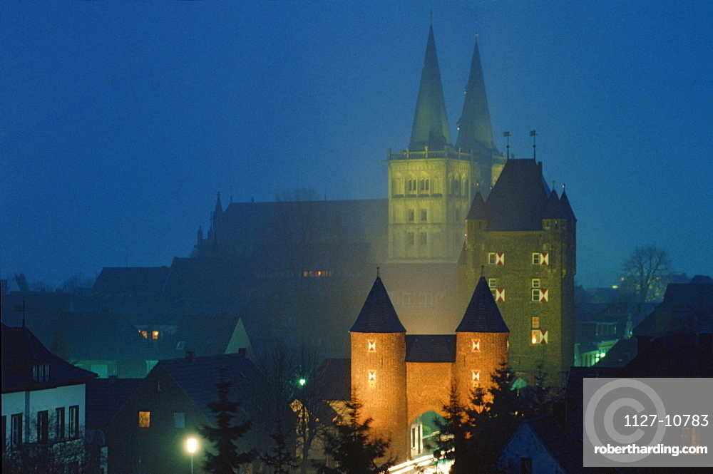 Cathedral and Klever Tor at night, Xanten, North Rhine-Westphalia, Germany