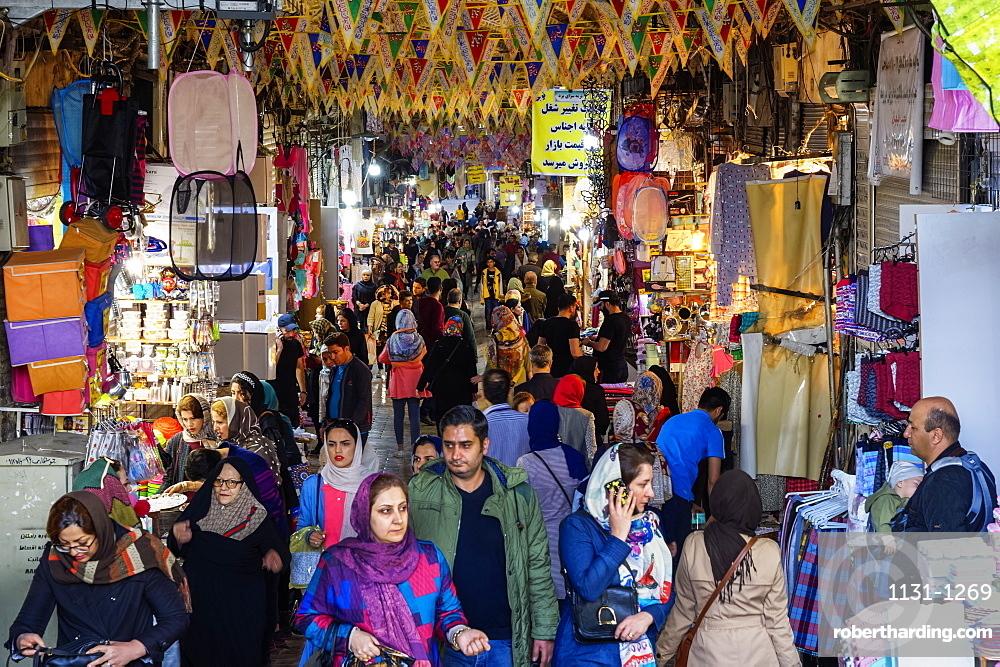 Crowded alley with shops, Tehran bazaar, Tehran, Islamic Republic of Iran, Middle East