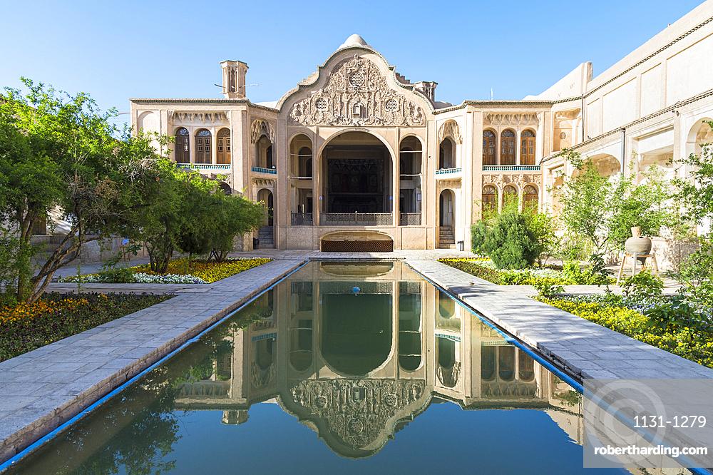Borujerdi House, Courtyard and pond, Kashan, Isfahan Province, Islamic Republic of Iran, Middle East