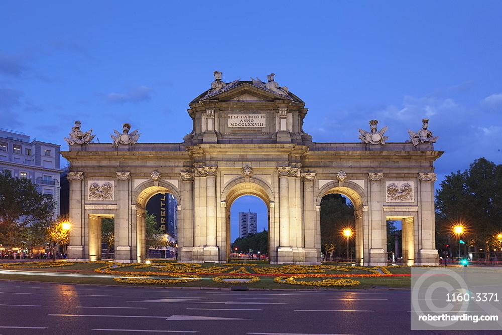 Puerta de Alcala Gate, Plaza de Indepencia, Madrid, Spain, Europe
