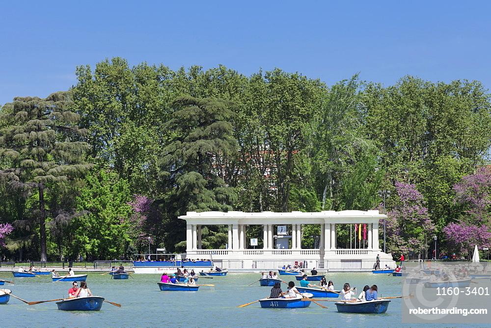 Rowboats at Estanque del Retiro Lake, Retiro Park (Parque del Buen Retiro), Madrid, Spain, Europe