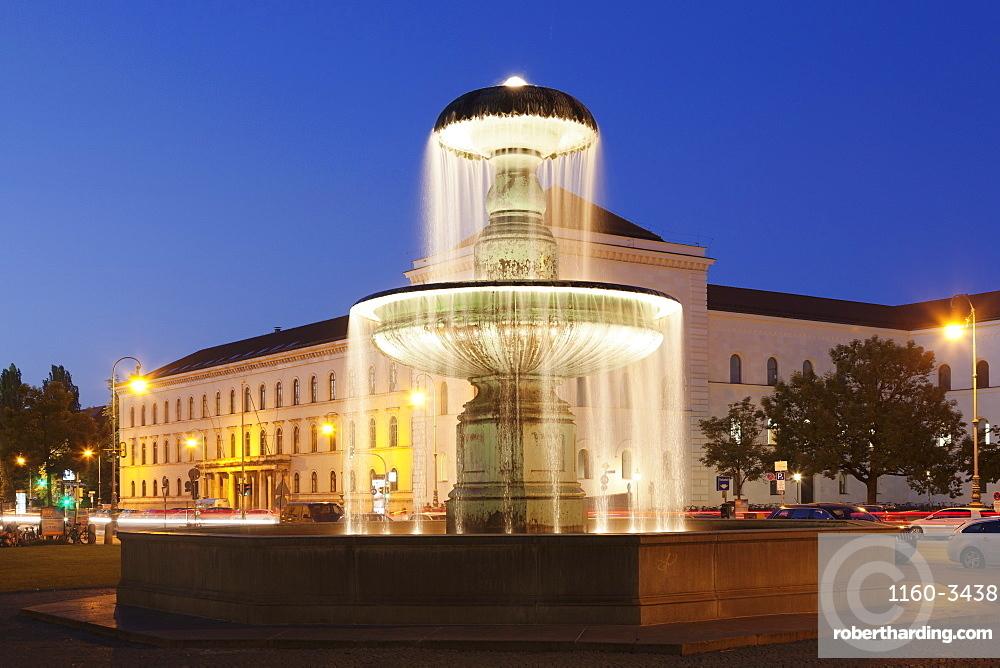 Fountain at Geschwister-Scholl-Platz, Ludwig-Maximilian-University, Ludwigstrasse, Munich, Bavaria, Germany, Europe