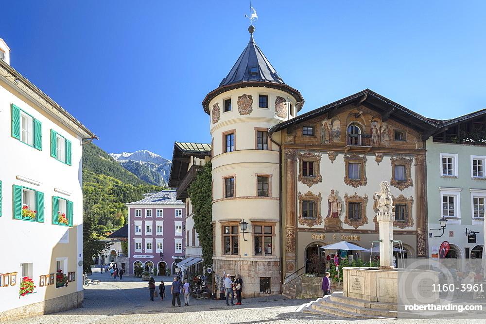 Marmorner Brunnen Fountain at marketplace, Berchtesgaden, Upper Bavaria, Bavaria, Germany, Europe