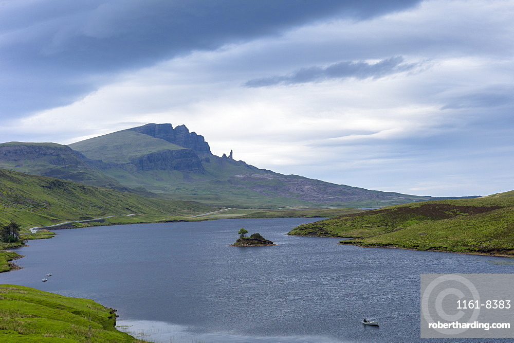 The Storr escarpment and The Old Man of Storr rock pinnacle (stack) in Trotternish Ridge with Loch Fada on the Isle of Skye, Highlands and Islands, Scotland, United Kingdom, Europe