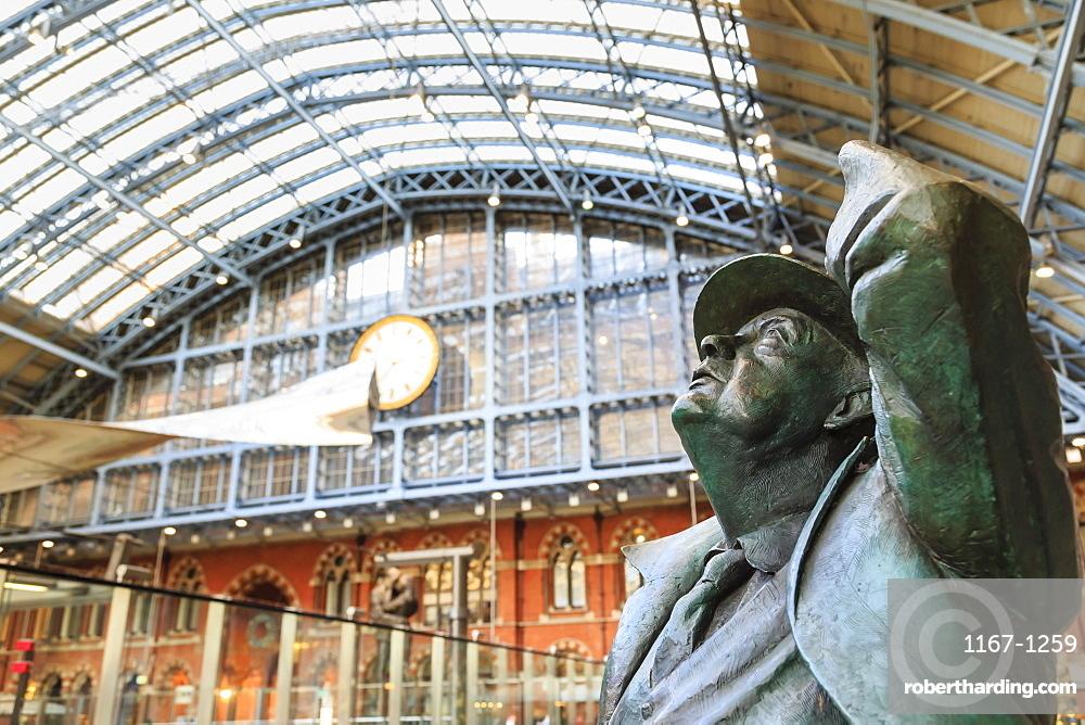 Statue of Sir John Betjeman, St. Pancras, historic Victorian gothic railway station, London, England, United Kingdom,. Europe