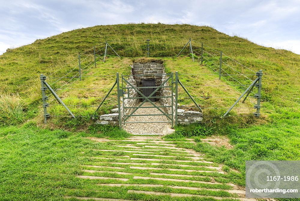 Maeshowe, Stone Age chambered tomb, 5000 years old, Neolithic building, UNESCO World Heritage Site, Orkney Islands, Scotland, United Kingdom, Europe