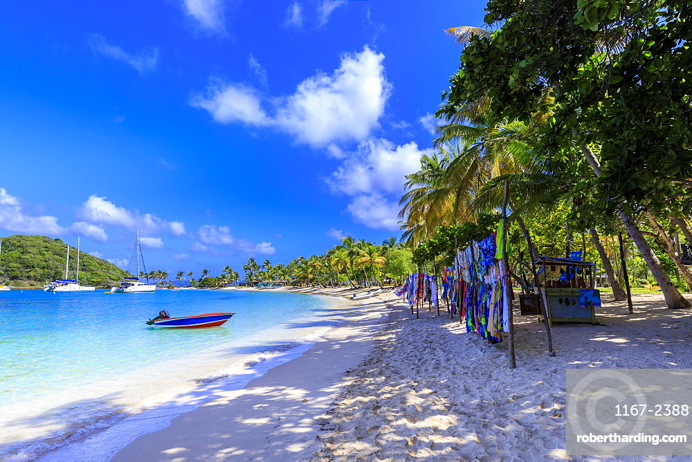 Saltwhistle Bay, white sand beach, turquoise sea, colourful boat, yachts, palm trees, Mayreau, Grenadines, St Vincent, Caribbean