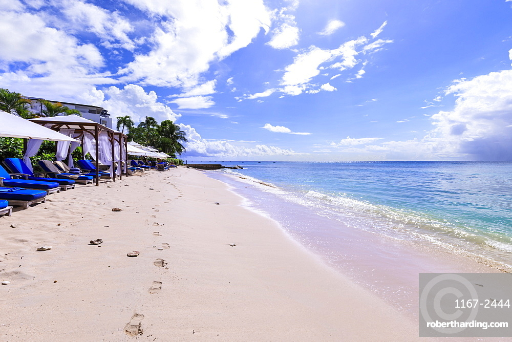 Paynes Bay, luxury sun loungers and cabanas on fine pale pink sand beach, beautiful West Coast, Barbados, Windward Islands, West Indies, Caribbean, Central America