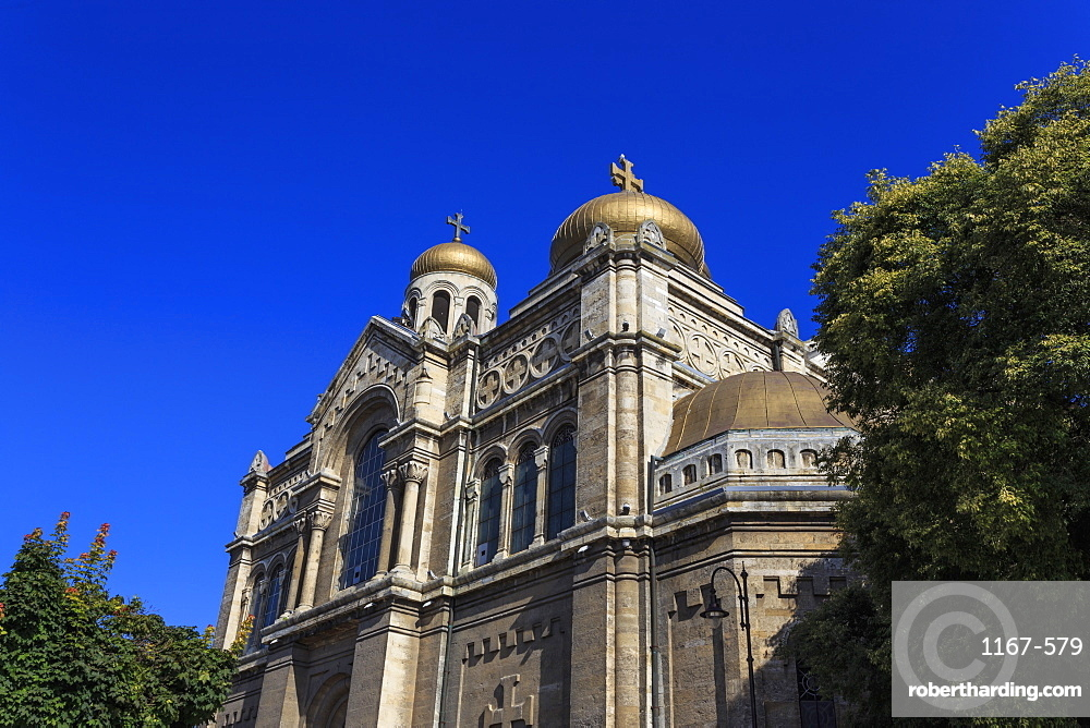 Gold onion domes, Cathedral of the Assumption of the Virgin, Varna, Black Sea Coast, Bulgaria, Europe