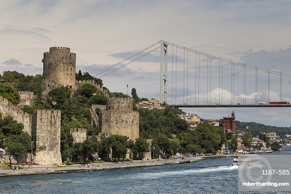 Rumeli Hisari (Fortress of Europe) and Fatih Sultan Mehmet Suspension Bridge, Hisarustu, Bosphorus Strait, Istanbul, Turkey, Europe