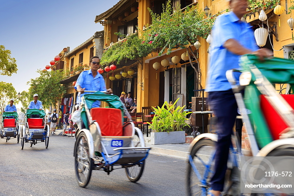 Cyclos and drivers in Hoi An, Vietnam, Indochina, Southeast Asia, Asia