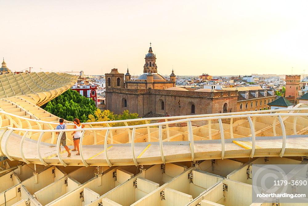 People on footbridge admire Church of the Annunciation, Metropol Parasol, Plaza de la Encarnacion, Seville, Andalusia, Spain, Europe