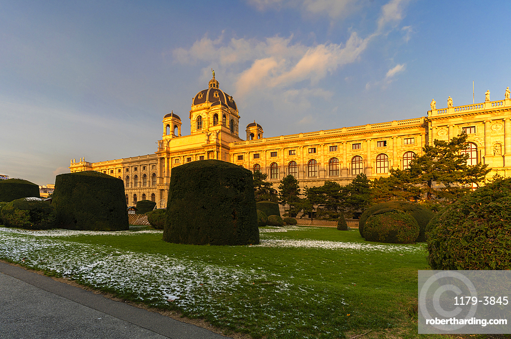 Ornamental garden of the Art History Museum (Kunsthistorisches Museum), Maria-Theresien-Platz, Vienna, Austria, Europe