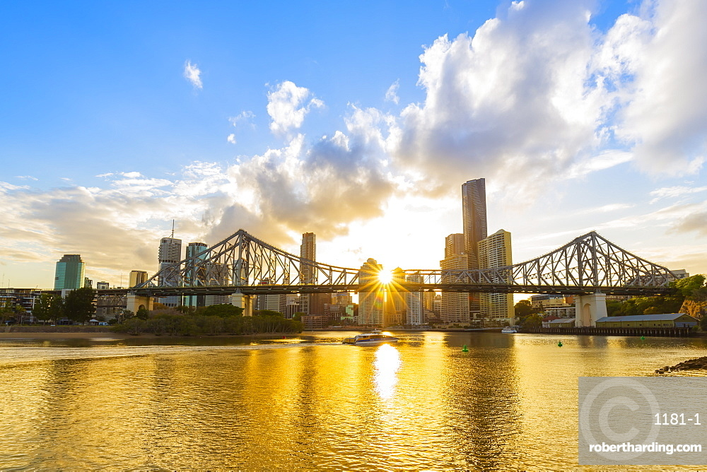 Sunset, Brisbane city with the sun hidden behind the Story Bridge, Brisbane, Queensland, Australia, Pacific