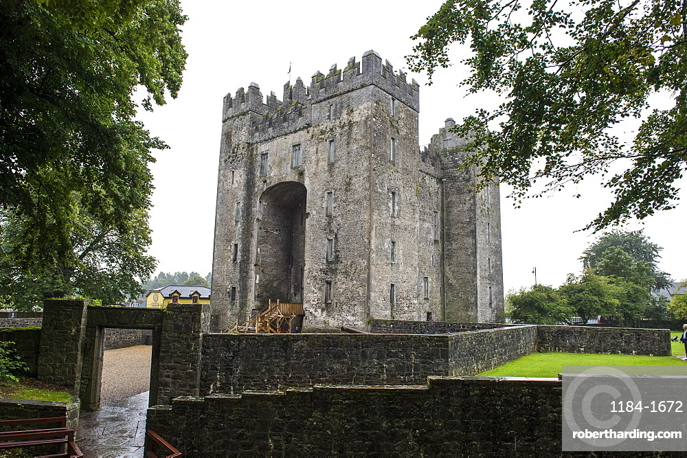Bunratty Castle, County Clare, Munster, Republic of Ireland, Europe