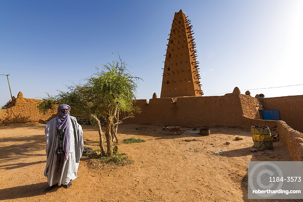 Imam before the Grand Mosque, UNESCO World Heritage Site, Agadez, Niger, West Africa, Africa