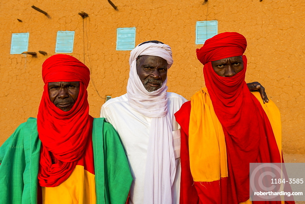 Colourful dressed bodyguards of the Sultan of Agadez, UNESCO World Heritage Site, Agadez, Niger, West Africa, Africa