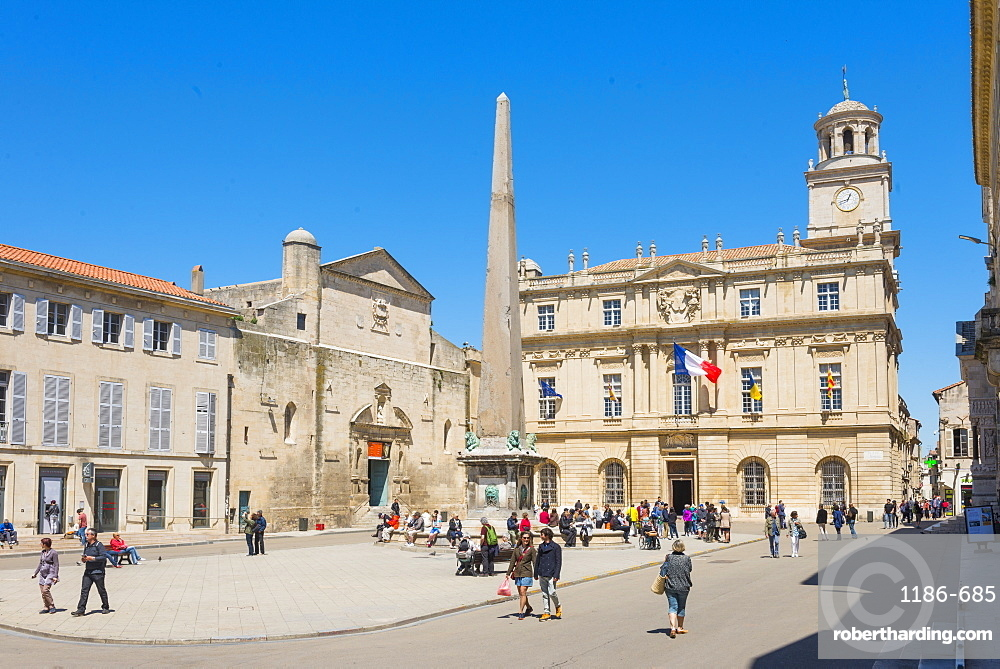 Place de la Republique, Arles, Bouches du Rhone, Provence, Provence-Alpes-Cote d'Azur, France, Europe
