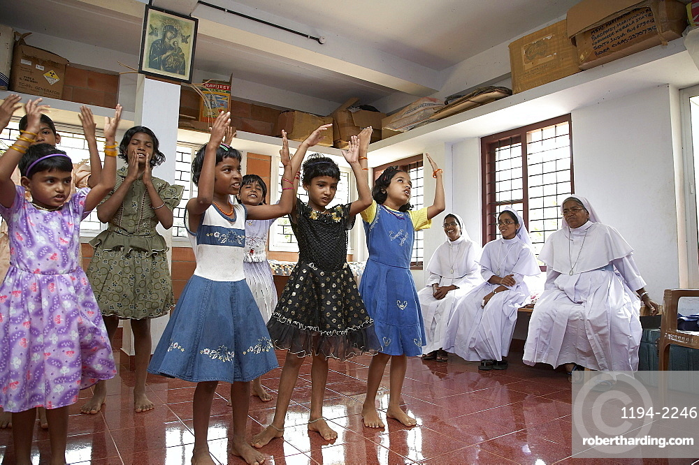 India. Dancing girls. Mary matha bala bhavan, a girls orphanage run by syro-malabar catholic missionary sisters of mary immaculate (msmi), chamal village, thamarassery diocese, khozikode, kerala. 2007