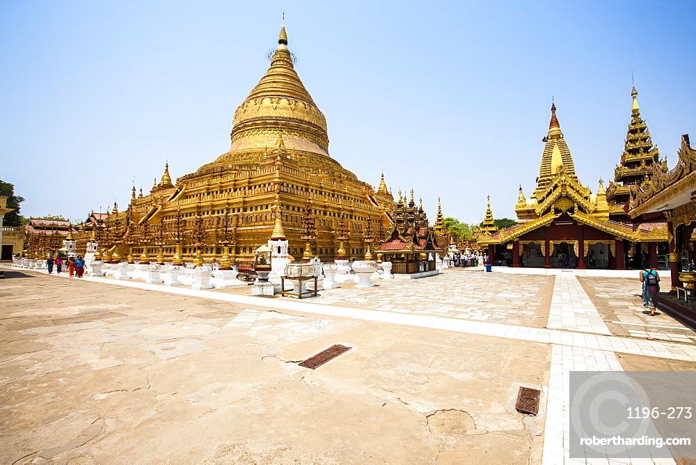The Shwezigon Pagoda (Shwezigon Paya), a Buddhist temple located in Nyaung-U, a town near Bagan, Myanmar (Burma), Asia
