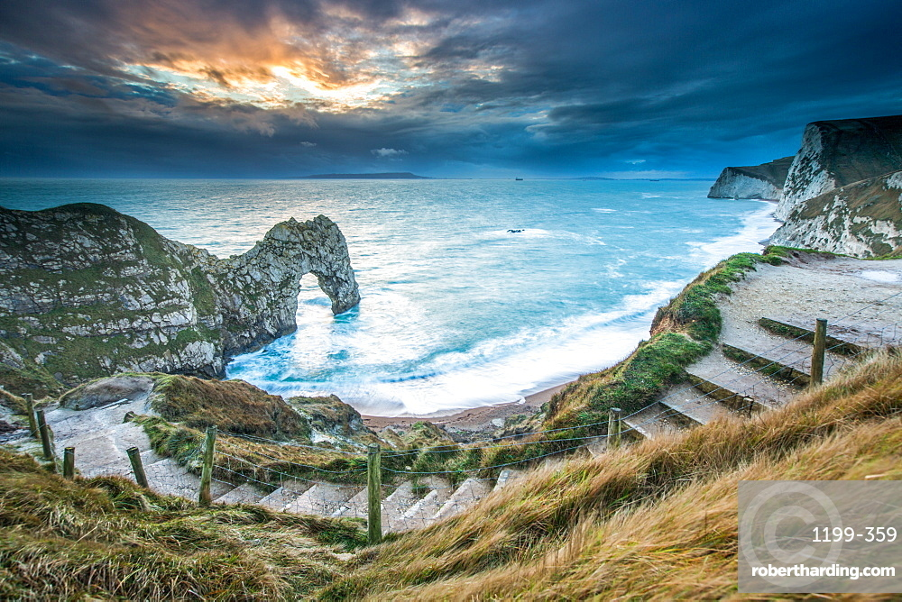 A winter sunset at Durdle Door on the Jurassic Coast, UNESCO World Heritage Site, Dorset, England, United Kingdom, Europe