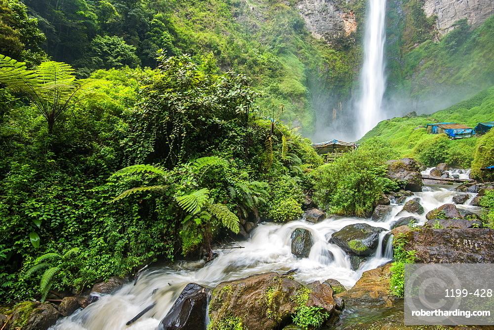 Piso Waterfall outside Berestagi, Sumatra, Indonesia, Southeast Asia, Asia
