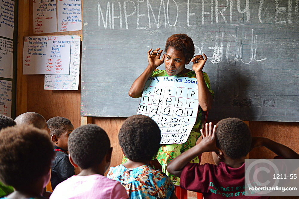 Early childhood teacher teaching a whole class phonics session at Mapemo early learning centre in Goroka, Papua New Guinea, Pacific