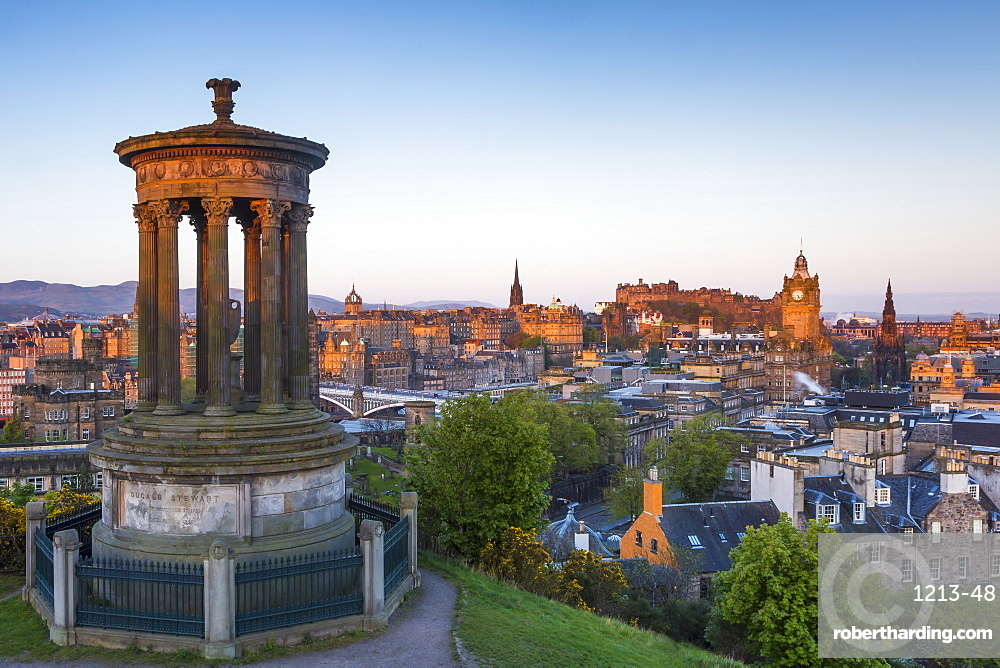 Dawn breaks over the Dugald Stewart Monument overlooking the city of Edinburgh, Lothian, Scotland, United Kingdom, Europe
