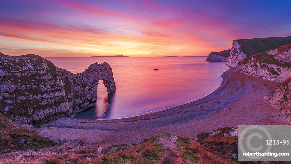 A stunning sunset over Durdle Door on the Jurassic Coast, UNESCO World Heritage Site, Dorset, England, United Kingdom, Europe