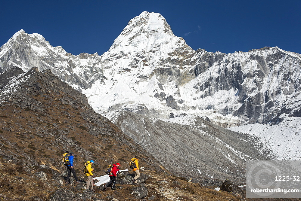 A climbing team with views of Ama Dablam, Everest region, Himalayas, Nepal, Asia