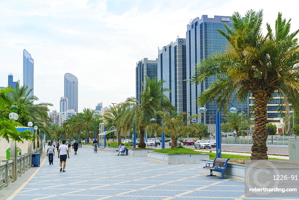 Joggers on the Corniche, Abu Dhabi, United Arab Emirates, Middle East