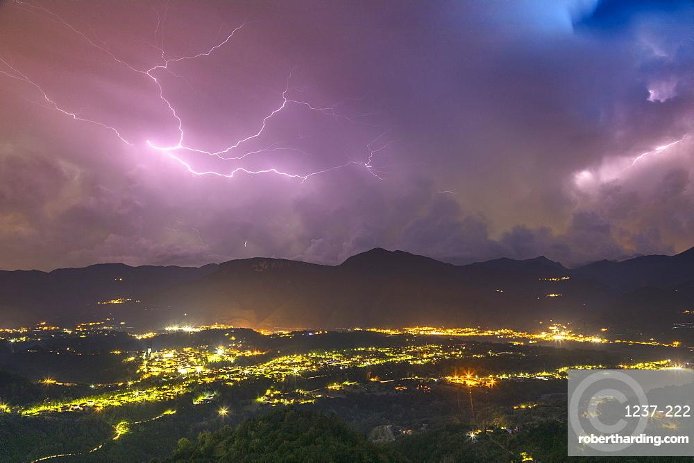 Lightning storm, Val di Serchio, Tuscany, Italy, Europe