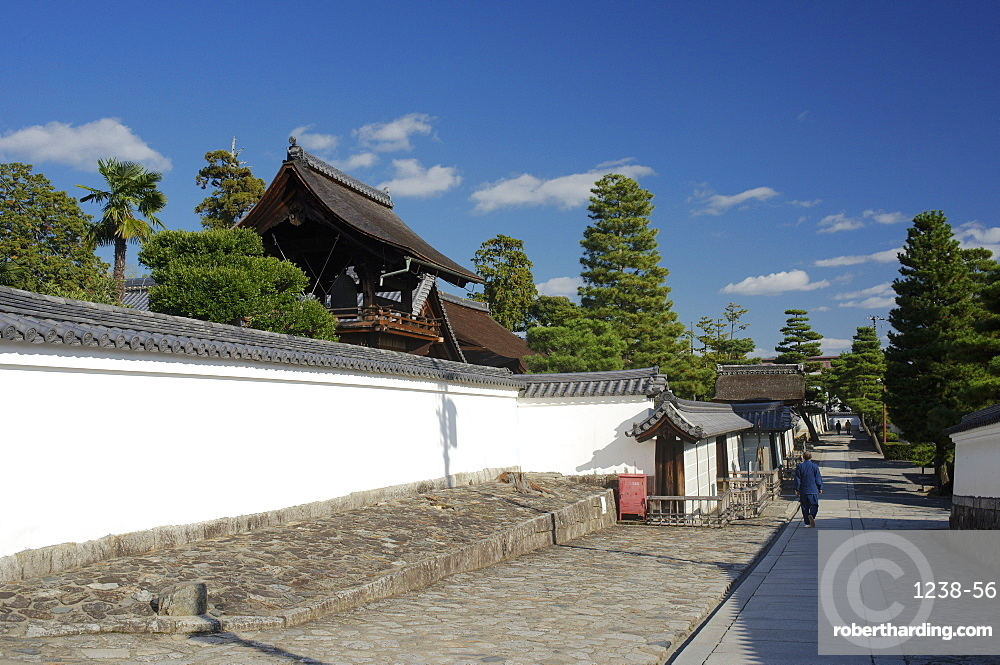 An alley in Myoshin-ji temple complex, Kyoto, Japan, Asia