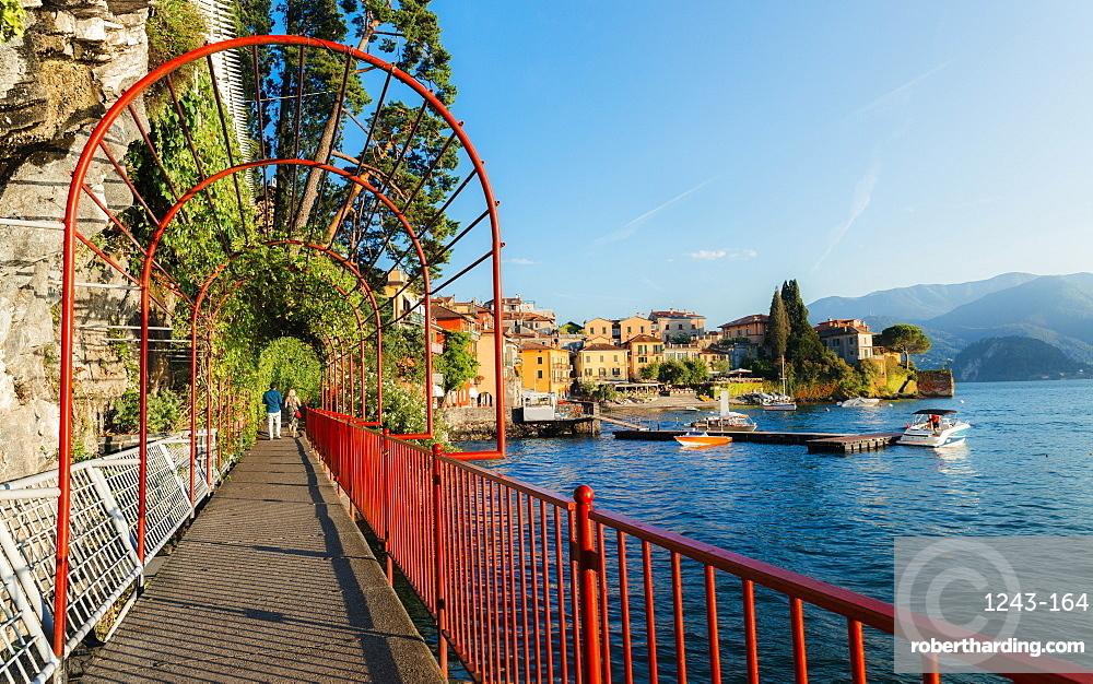 Walk of Love in Varenna, overlooking beautiful Lake Como, Varenna, Lombardy, Italian Lakes, Italy, Europe