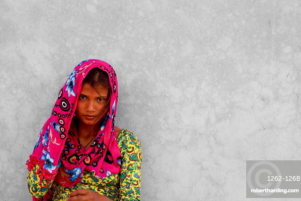 Woman in sari of Phewa Laka, Pokhara, Nepal, Asia