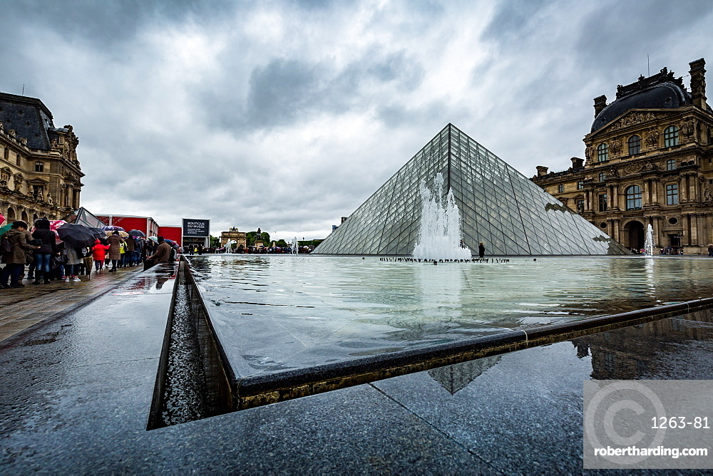 The large pyramid in the main courtyard and the main entrance to the Louvre Museum, Paris, France, Europe